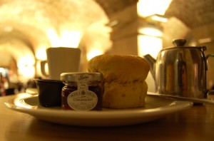 Thé, scone, clotted cream & confiture