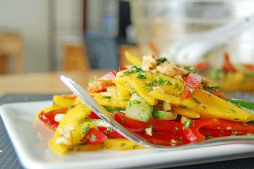 Salade de pêche et de poivron rouge