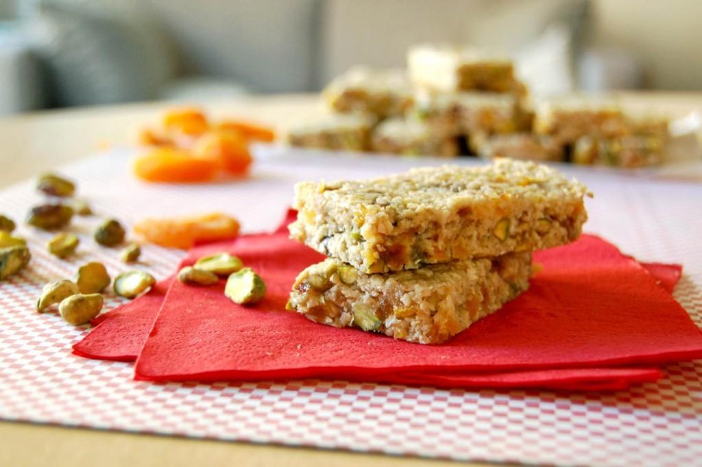 barres collations sans cuisson aux pistaches et abricots