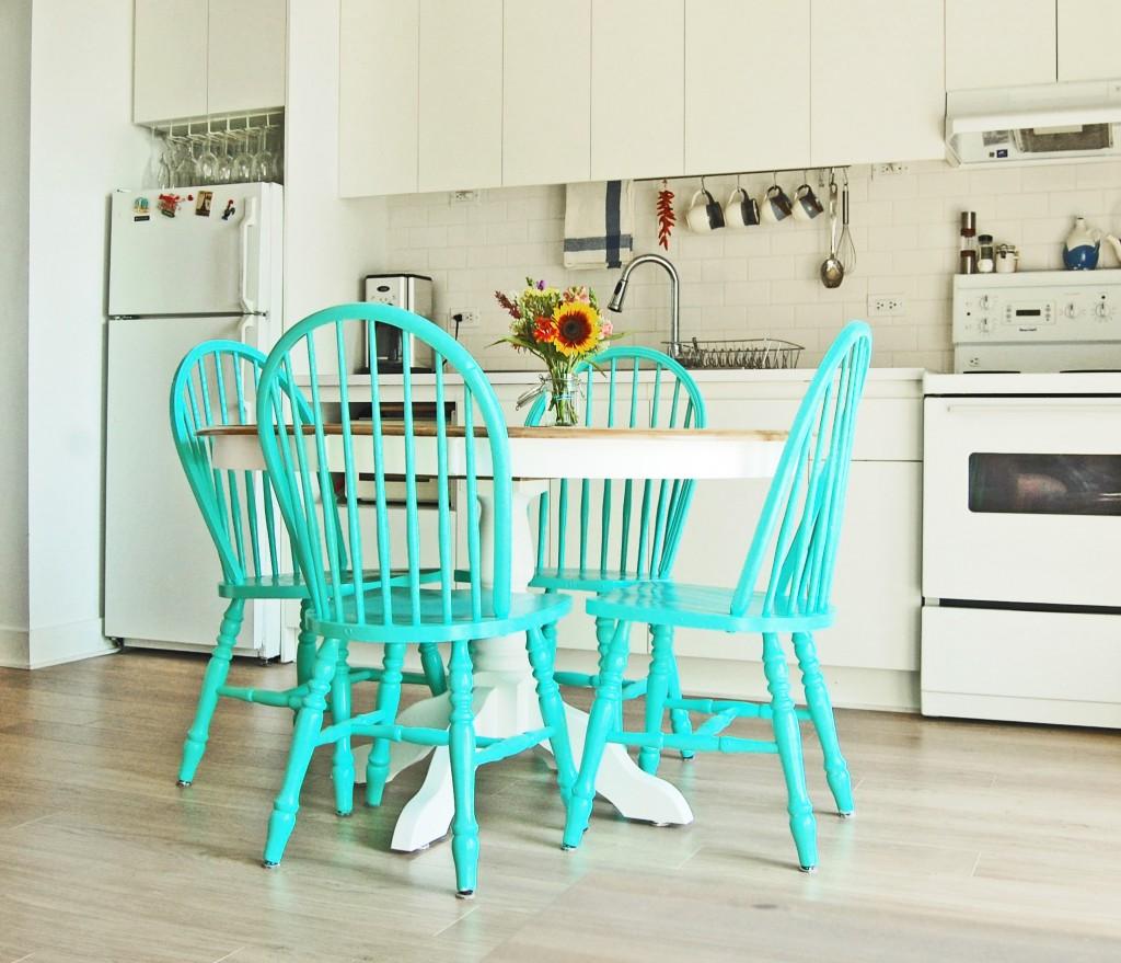 chaises turquoises