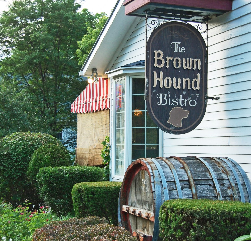 brown hound bistro