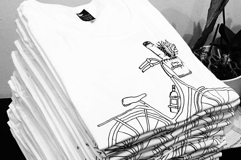Pile de ti-shirts Prenez le champ