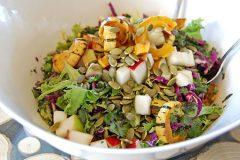 Salade d'automne à la courge Delicata rôtie